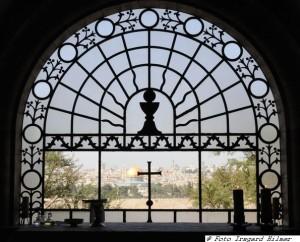 Dominus flevit mit blick auf die Altstadt von Jerusalem und dem Felsendom