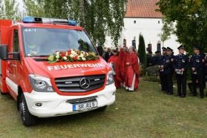 Segnung des neuen Feuerwehrautos