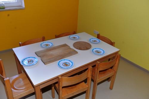 unser gedeckter tisch pfarrgemeinde atting rain. Black Bedroom Furniture Sets. Home Design Ideas
